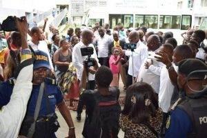 Muzito et Fayulu ont visité les accidentés aux Cliniques Universitaires de Kinshasa 1