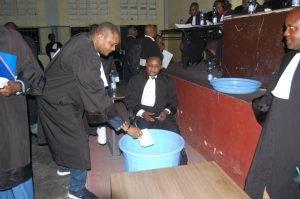 Kinshasa : Le ministre délégué à la défense nationale Sylvain mutombo présent aux élections à la faculté catholique 1