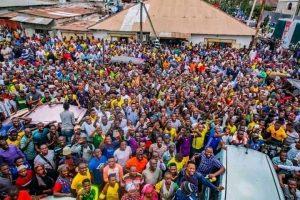 Football : pour avoir ramené deux joueurs de l'AS vita club, le président du young African de la Tanzanie porté en triomphe 1