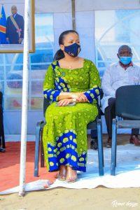 Kinshasa : Gentiny Ngobila et la députée Liza Nembalemba remettent un lot important des matériels médicaux et  denrées alimentaires au centre de santé de Référence de Selembao ( kitokimosi) 2