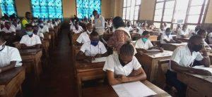 Sud-Kivu : Geneviève Kizumbi, ministre provincial de l'éducation lance les épreuves de hors-session de l'examen d'État édition 2019-2020 2