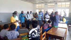 Sud-Kivu : le gouverneur Théo Kasi Ngwabidje au chevet des femmes bloquées à la maternité de Nyantende 3