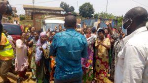 Sud-Kivu : le gouverneur Théo Kasi Ngwabidje au chevet des femmes bloquées à la maternité de Nyantende 2