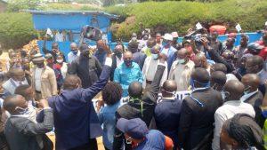 Sud-Kivu : le gouverneur Théo Kasi Ngwabidje au chevet des femmes bloquées à la maternité de Nyantende 1