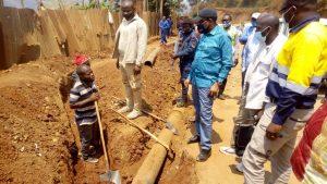 Sud-Kivu/ infrastructures : Théo Kasi Ngwabidje inspecte les travaux sur la route nationale numéro 5, tronçon Bukavu- Kamanyola 2