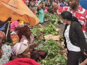 Kinshasa : la construction d'un marché provisoire dans la commune Selembao, au centre des échanges entre Liza Nembalemba,  Sam Leka et le bourgmestre de Selembao 1