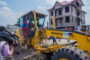 Kinshasa : le député provincial Eddy Iyele Molangi et Sido kasanda lancent les travaux de réhabilitation de l'avenue Saïo dans la commune de Ngiri- Ngiri 1