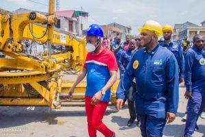 Kinshasa : le député provincial Eddy Iyele Molangi et Sido kasanda lancent les travaux de réhabilitation de l'avenue Saïo dans la commune de Ngiri- Ngiri 5